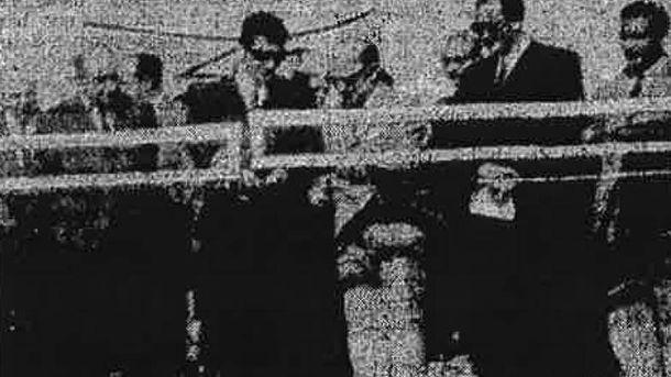 Foto: Adolfo Suárez, a la izquierda con gafas de sol, y Jesús Gil, a la derecha, en la inauguración de Los Ángeles de San Rafael en junio de 1968 (El Adelantado de Segovia)