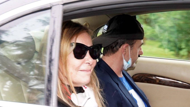 Las desgarradoras imágenes de Ana Obregón y Alessandro Lequio en el entierro de su hijo