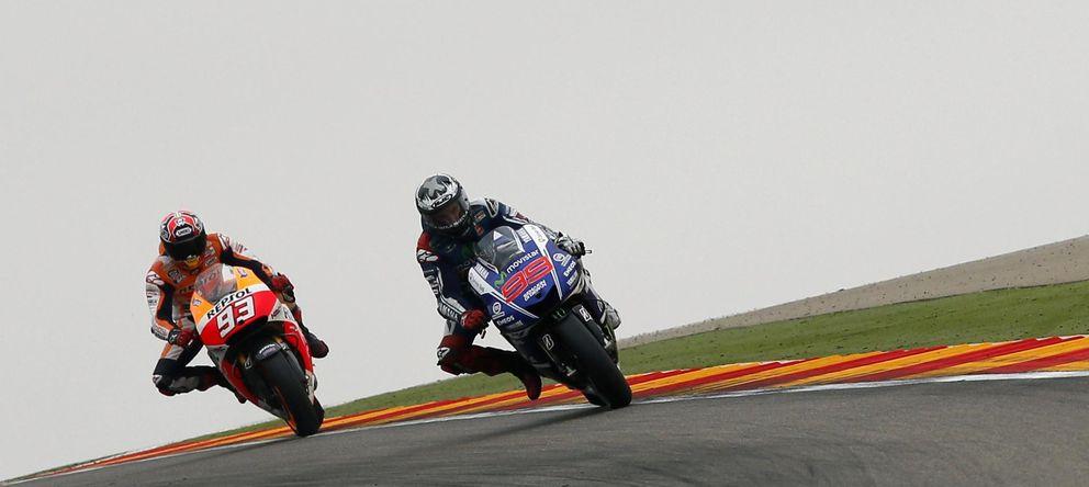 Foto: Jorge Lorenzo liderando la carrera de MotoGP en Motorland (Reuters).
