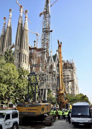 Alarma entre los vecinos de Barcelona por las grietas en un edificio cercano a la Sagrada Familia