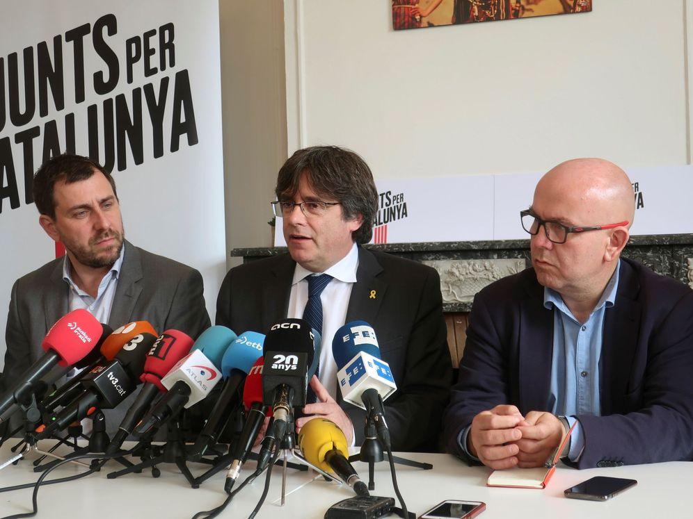 Foto: Rueda de prensa de Puigdemont y su abogado. (EFE)