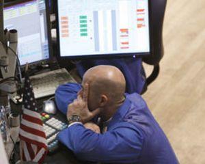 Los futuros anticipan un lunes negro en Wall Street tras la rebaja histórica de S&P