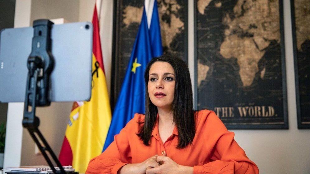 Foto: La líder de Cs, Inés Arrimadas, mantiene una reunión telemática con el presidente del PP, Pablo Casado. (EFE)