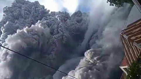 La erupción del volcán Sinabung (obliga a 30.000 personas a abandonar sus casas
