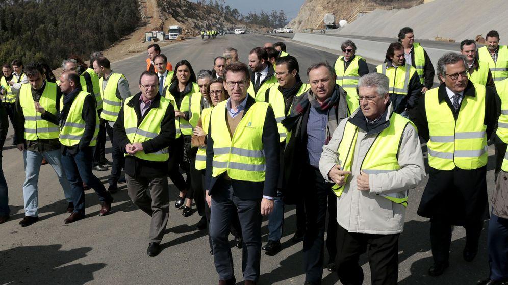Foto: Feijóo visita las obras de la autovía en 2016. (EFE)