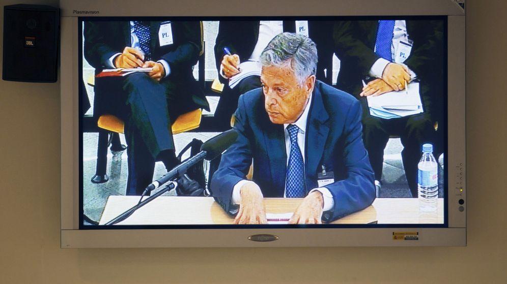 Foto: Vista de un monitor de la Audiencia Nacional de la declaración del expresidente de la CAN, Modesto Crespo.