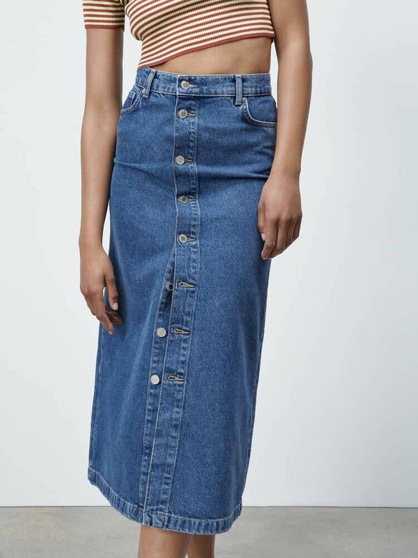Falda midi de Zara. (Cortesía)