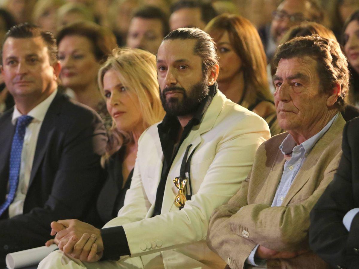 Foto: Rafael Amargo recibiendo el galardón de honor de los premios 'Prestigio Turístico' de Granada 2019. (Cordon Press)