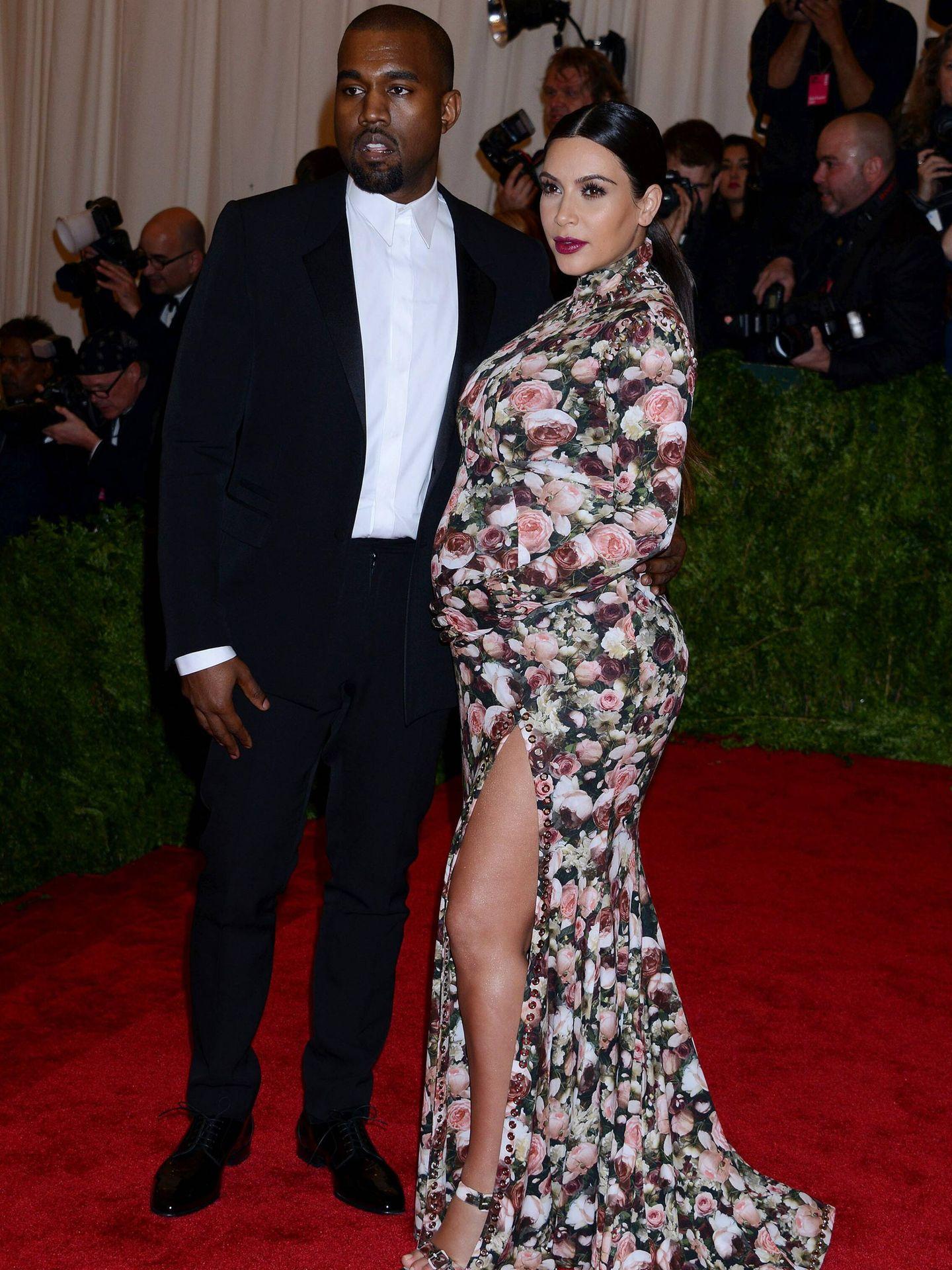 Kim Kardashian, con Kanye West en la gala del MET 2013. (Cordon Press)