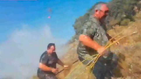 Un helicóptero antiincendios baña a 70 cazadores que luchaban contra el fuego