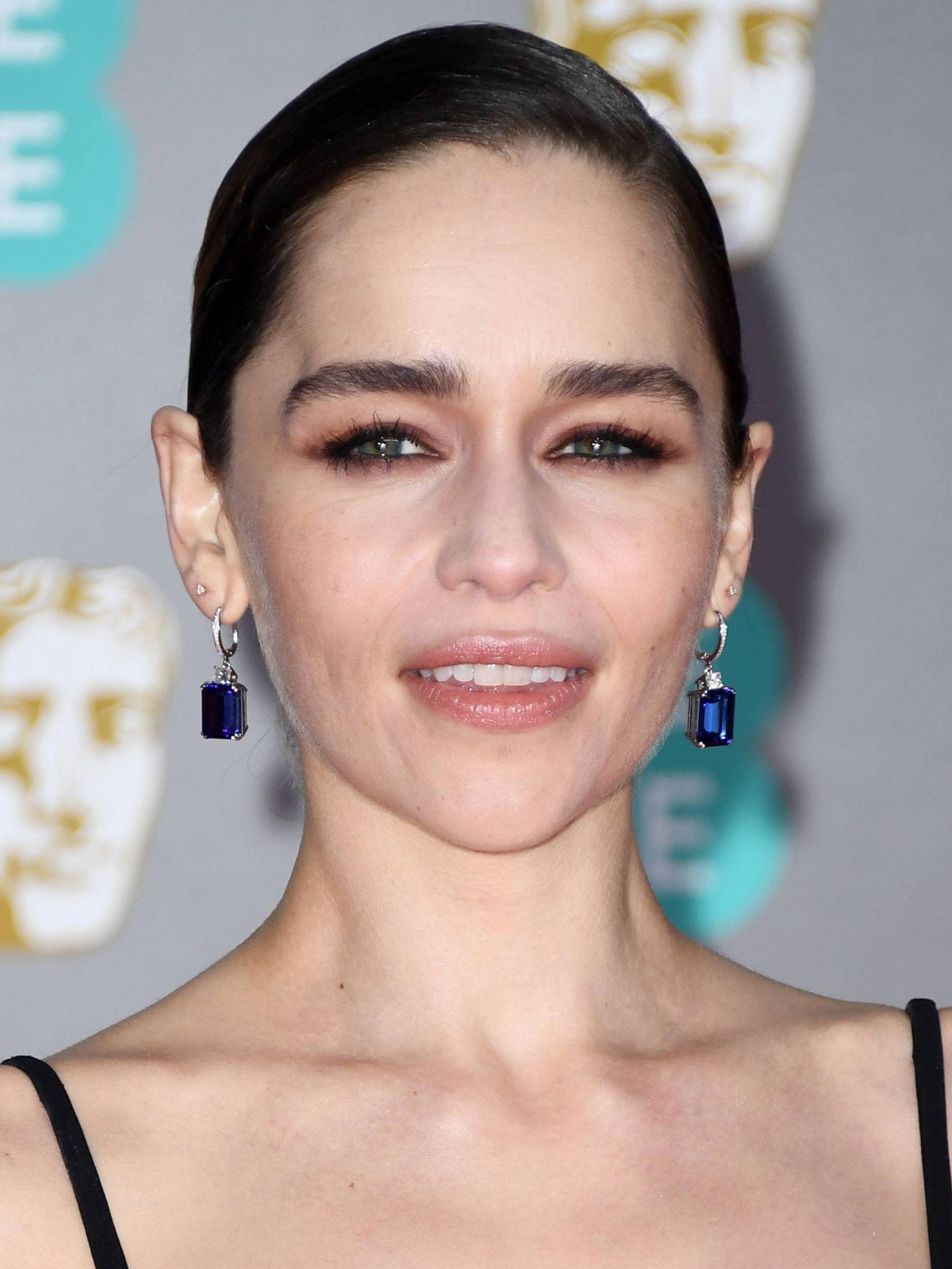 Emilia Clarke siempre ha lucido las cejas gruesas y esta técnica es su gran aliada. (Getty)