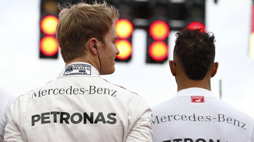 Foto: Nico Rosberg y Lewis Hamilton, pilotos de Mercedes.