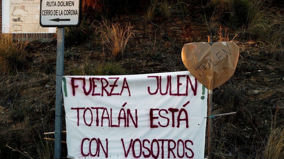 Foto: Uno de los carteles de apoyo a la familia. (Reuters)