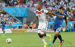 Sitúan a Boateng en el Barça y el Bayern lo califica de ridículo