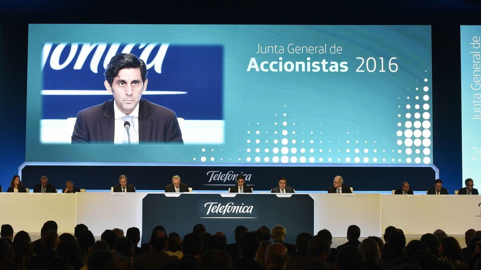 Foto: El presidente de Telefonica, José María Álvarez-Pallete (c), durante su intervención en la junta general de accionistas. (EFE)