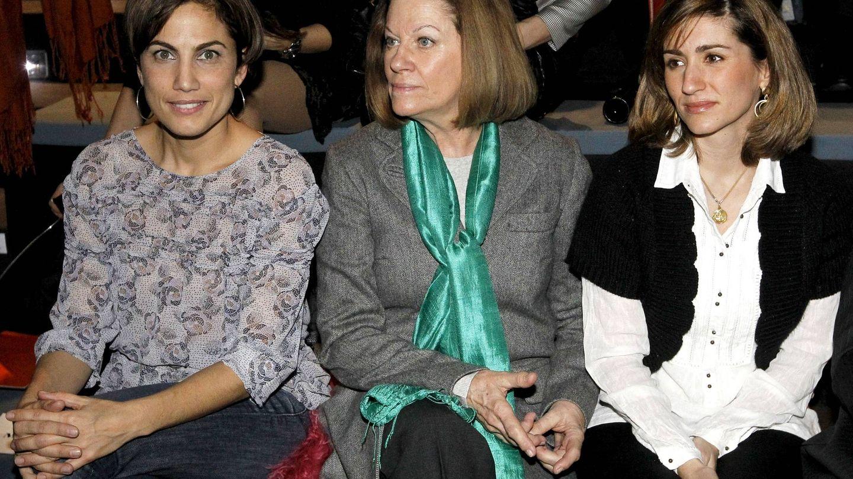 Acosta, junto a Natalia Figueroa y Alejandra Martos en la pasarela Cibeles. (EFE)