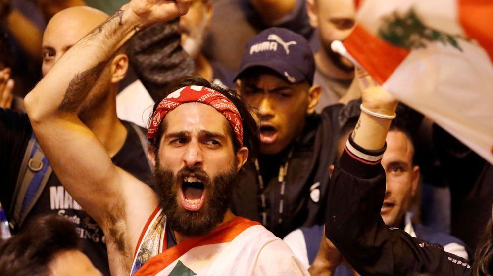 Foto: Un manifestante en Trípoli, Líbano. (Reuters)