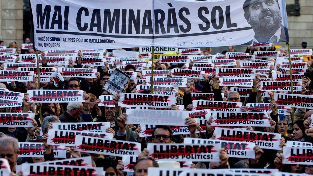 Foto: Concentración de apoyo a los presos en Barcelona. (EFE)