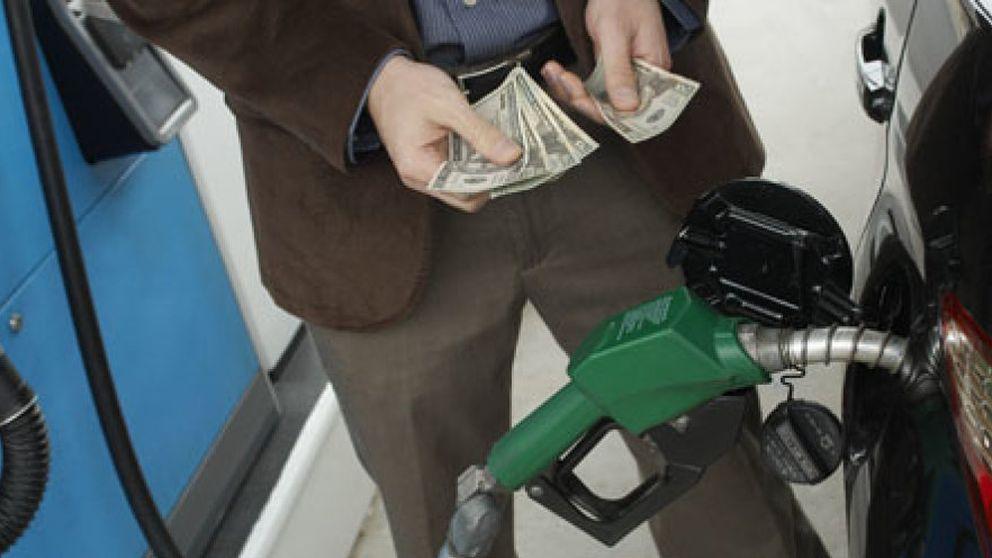 Semáforo rojo: el litro de gasolina a dos euros