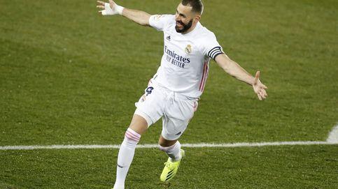 El Real Madrid golea al Alavés con dos goles de Benzema y Zidane al teléfono (1-4)
