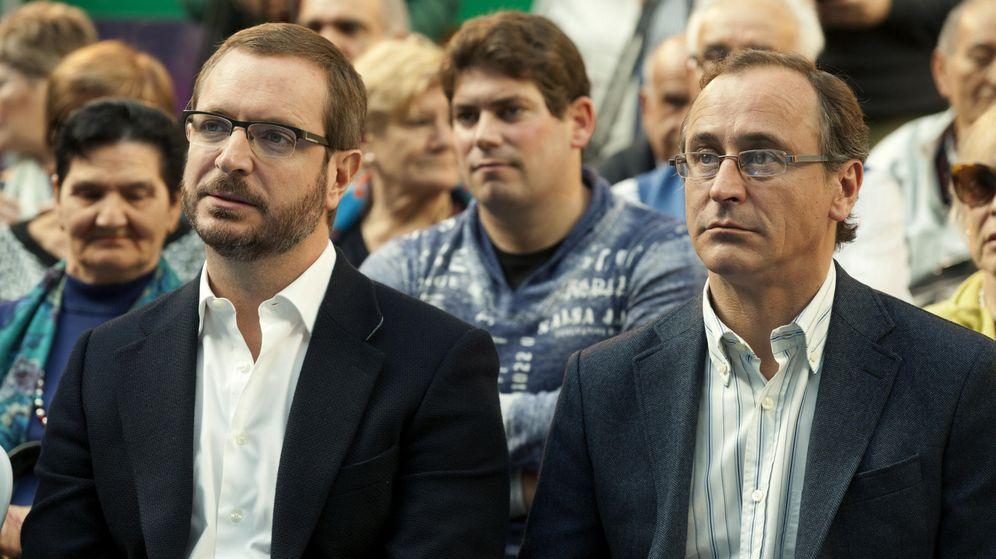 Foto: El ministro de Sanidad en funciones, Alfonso Alonso, y el vicesecretario general del PP Javier Maroto. (Efe)