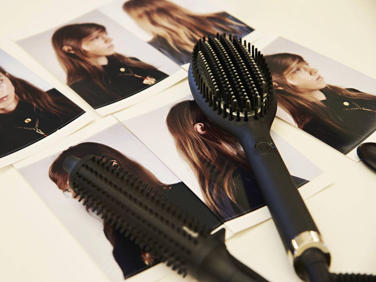 Foto: Los cepillos con iones ayudan a peinar el cabello eliminando el encrespamiento. (Imaxtree)