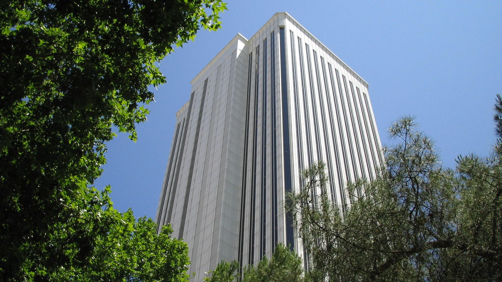 Foto: Torre Picasso, en la zona financiera de Madrid (foto: Pavlemadrid / Wikipedia)