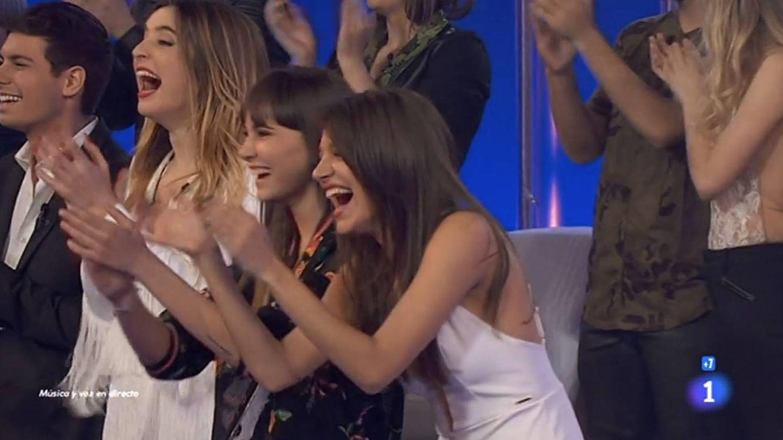 Aitana y Ana Guerra aplauden la actuación de Amaia y Roi.