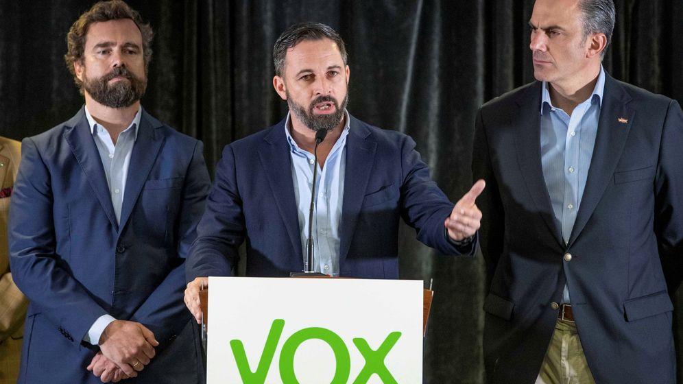 Foto: Santiago Abascal, junto a Javier Ortega Smith e Iván Espinosa de los Monteros. (EFE)