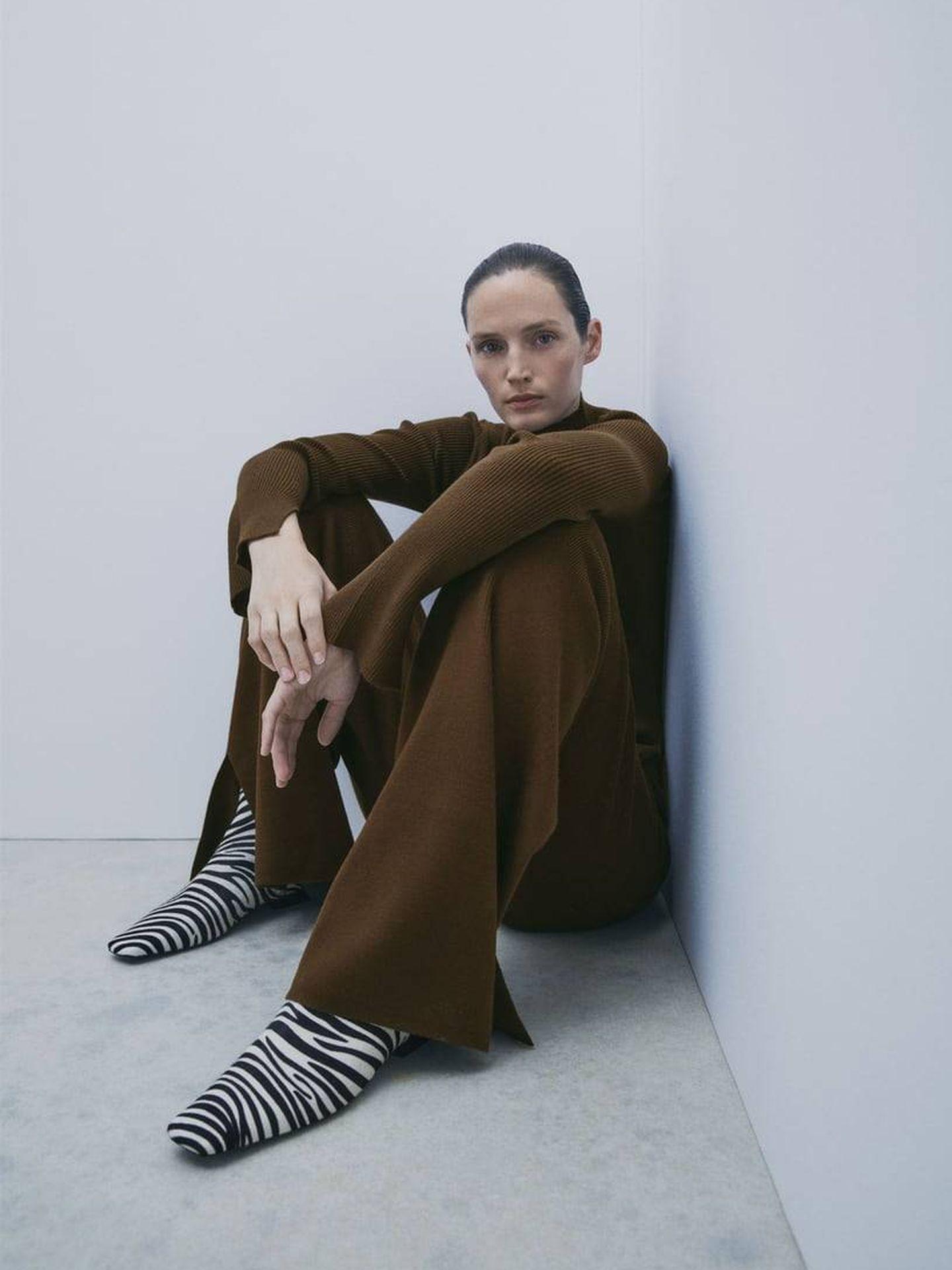 Look total marrón de Zara y Dulceida. (Cortesía)