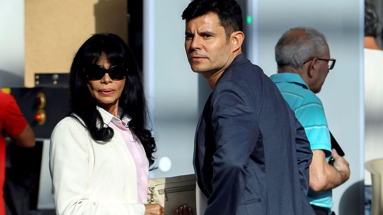 Javier Sánchez Santos junto a su madre, María Edite Santos, en julio de 2019. (EFE)