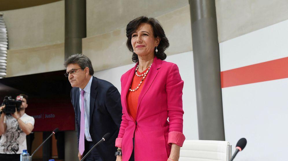Foto: Ana Botín, en la presentación de la compra de Popular. (EFE)
