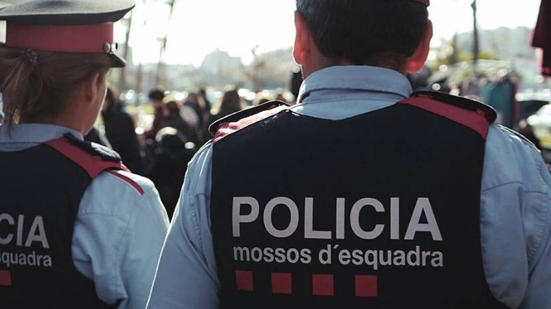 Dos 'mossos'. (EFE)
