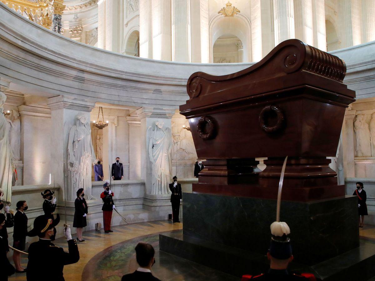 Foto: Ceremonia por el 200 aniversario del fallecimiento de Napoleón Bonaparte. (EFE)
