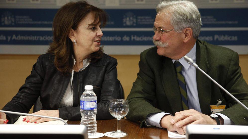 Foto: Pilar Platero, cuando estaba en Hacienda, junto a Federico Ferrer, vicepresidente de SEPI. EFE