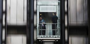 Post de Entró en un ascensor el viernes y no pudo salir hasta ser rescatada el lunes
