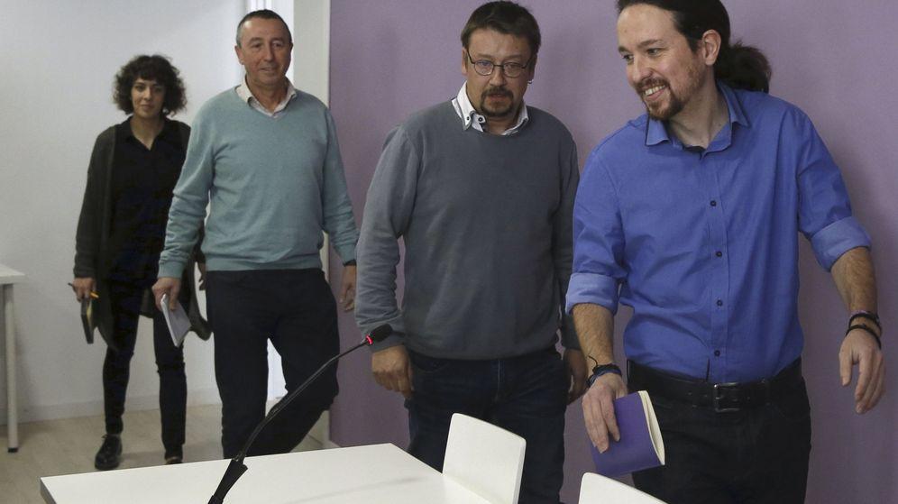 Foto: Pablo Iglesias, acompañado de los portavoces de En Comú Podem, Xavier Domènech, de Compromís-Podem, Joan Baldoví, y de En Marea, Alexandra Fernández. (EFE)