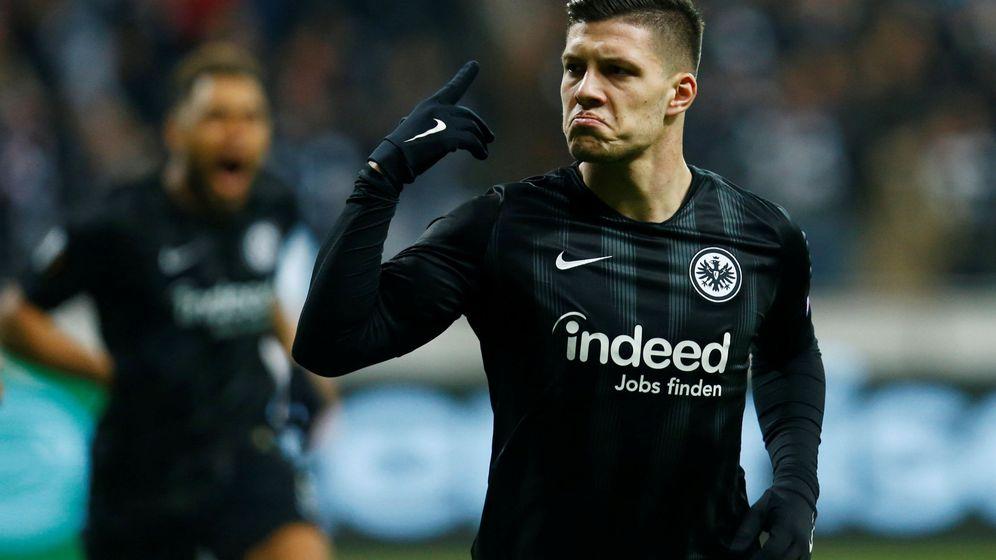 Foto: Luka Jovic celebra un gol esta temporada con el Eintracht. (Reuters)