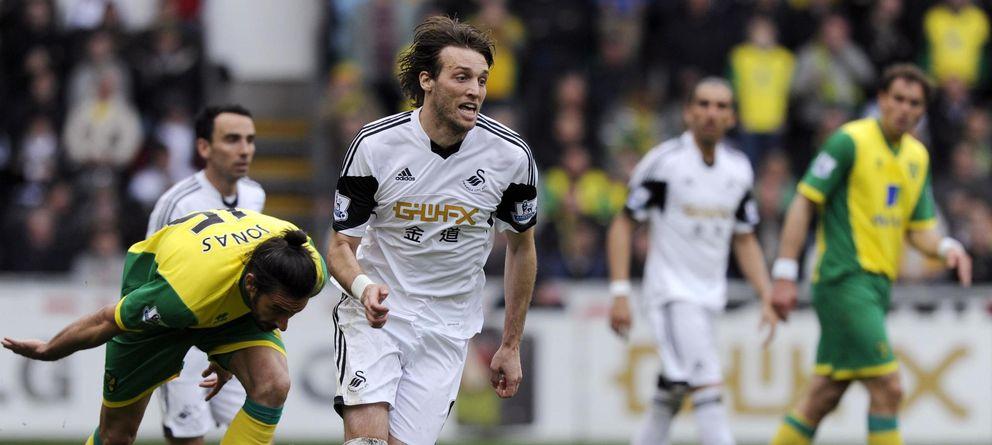 Foto: Michu, durante un partido con el Swansea