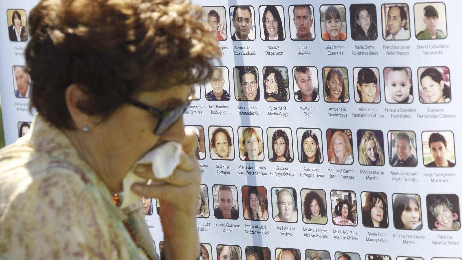 Foto: Homenaje a los fallecidos en el vuelo de Spanair JK5022. (EFE)