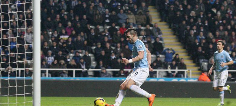 Foto: Negredo volvió a acudir a su cita con el gol ante el Newcastle. (Efe)
