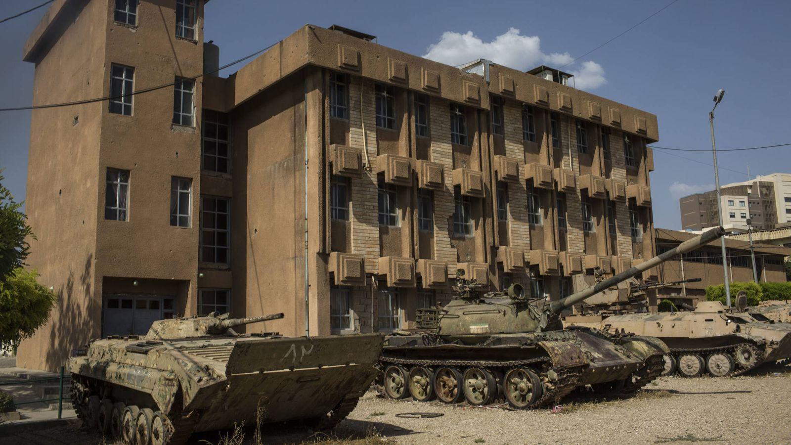 Foto: Fachada del edificio que alberga la 'Prisión Roja' (E. Bonet)