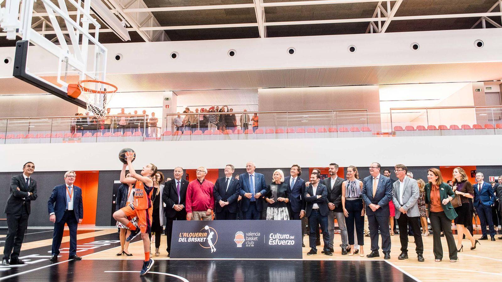 Foto: El Valencia Basket ha inaugurado la escuela L'Alqueria del Basket, que Juan Roig ha financiado con 18 millones de euros. (Miguel Ángel Polo)