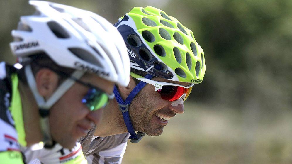 Foto: Fran Ventoso sonríe durante una etapa de la Vuelta a Castilla y León. (EFE)