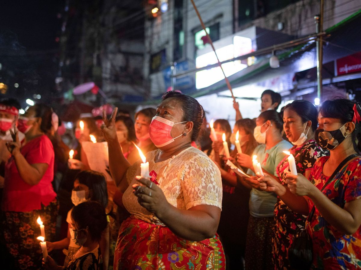 Foto: Protesta contra el golpe militar en Rangún, Myanmar. (Reuters)