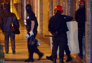 La Ertzaintza registra en Hernani un piso relacionado con el etarra detenido el domingo