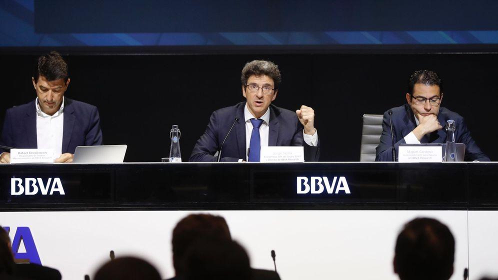 Foto: Los responsables de BBVA Research durante la presentación del informe 'Situación España'. (EFE)