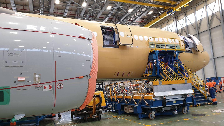 A330-200, durante la fase inicial de desmontaje en la factoría de Getafe. (Juanjo Fernández)