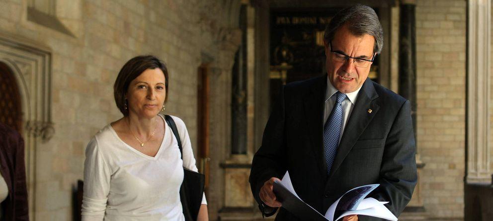 Foto: Carme Forcadell, presidenta de la Asamblea Nacional Catalana (ANC), junto a Artur Mas. (Efe)