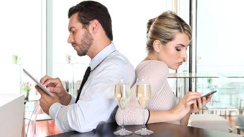 Si tu pareja utiliza Facebook por la noche, tenlo claro: te está poniendo los cuernos